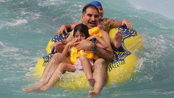 (تصاویر) گرمای شدید در عراق و بازار داغ پارکهای آبی