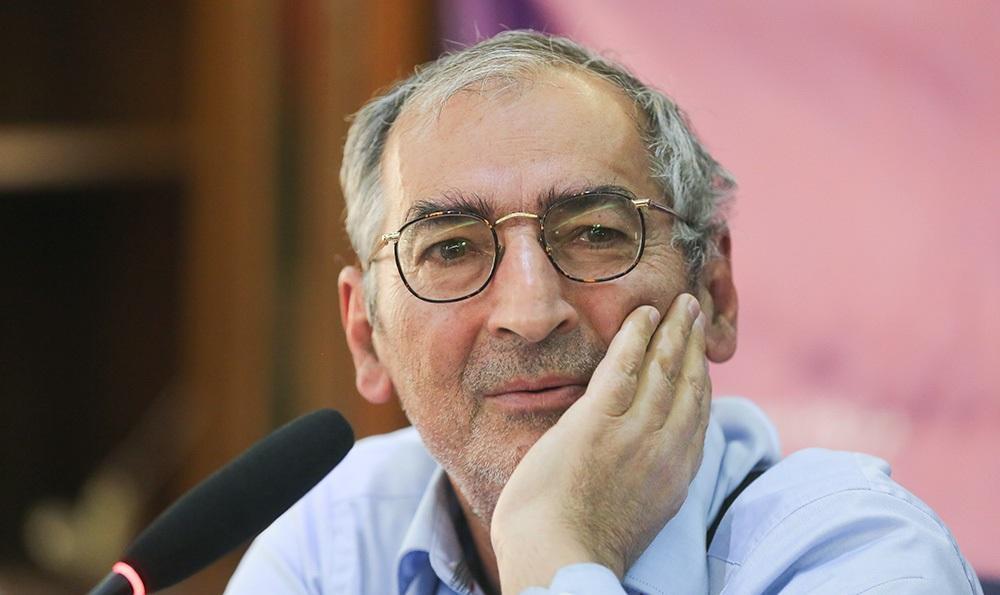 زیباکلام: اگر آمریکا به ایران حمله کند، اسلحه دست میگیرم