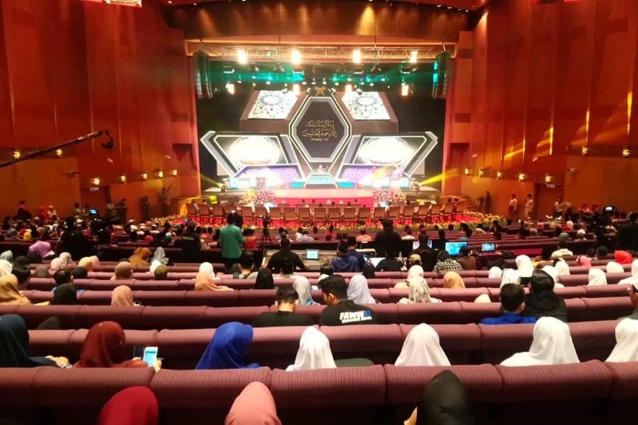 میزبانان غایب؛ میهمانان حاضر