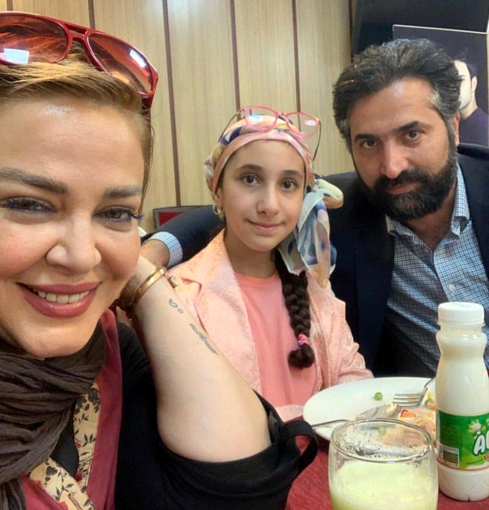 (عکس) سلفی جالب بهاره رهنما با همسر و دخترهمسرش