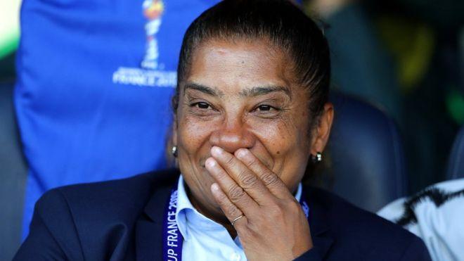 از لخت شدن برای اثبات جنسیت تا مربیگری تیم ملی فوتبال زنان آفریقای جنوبی