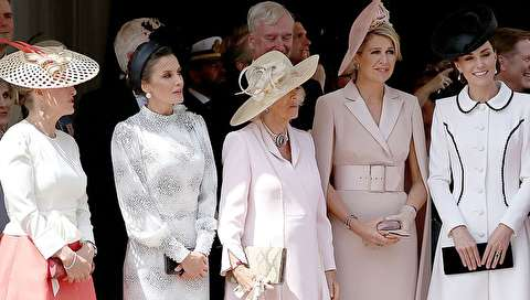 (تصاویر) گردهمایی ملکهها در مراسم اعطای نشان بند جوراب