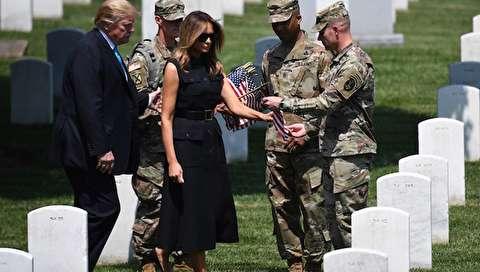(تصاویر) ترامپ با همسرش در قبرستان