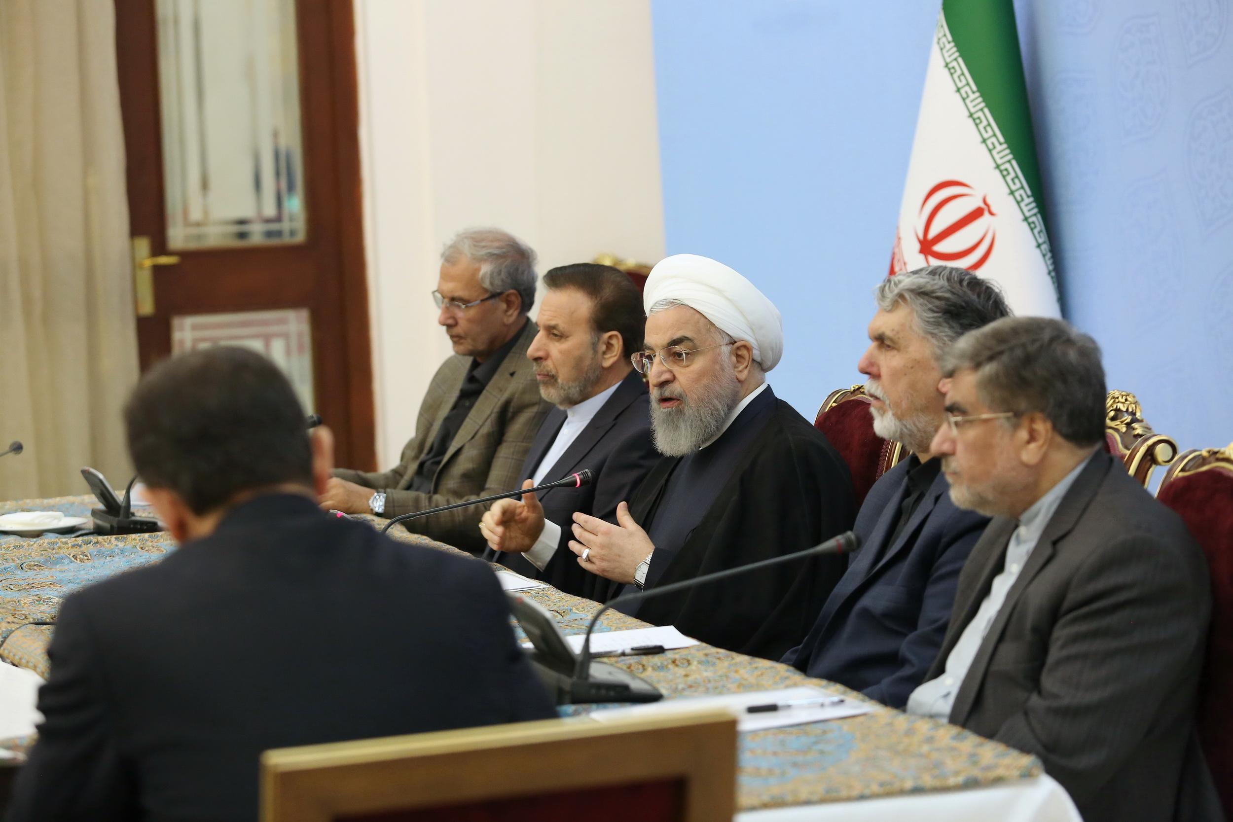 روحانی: قطعاً از رنج و مشکلات مردم خبر دارم