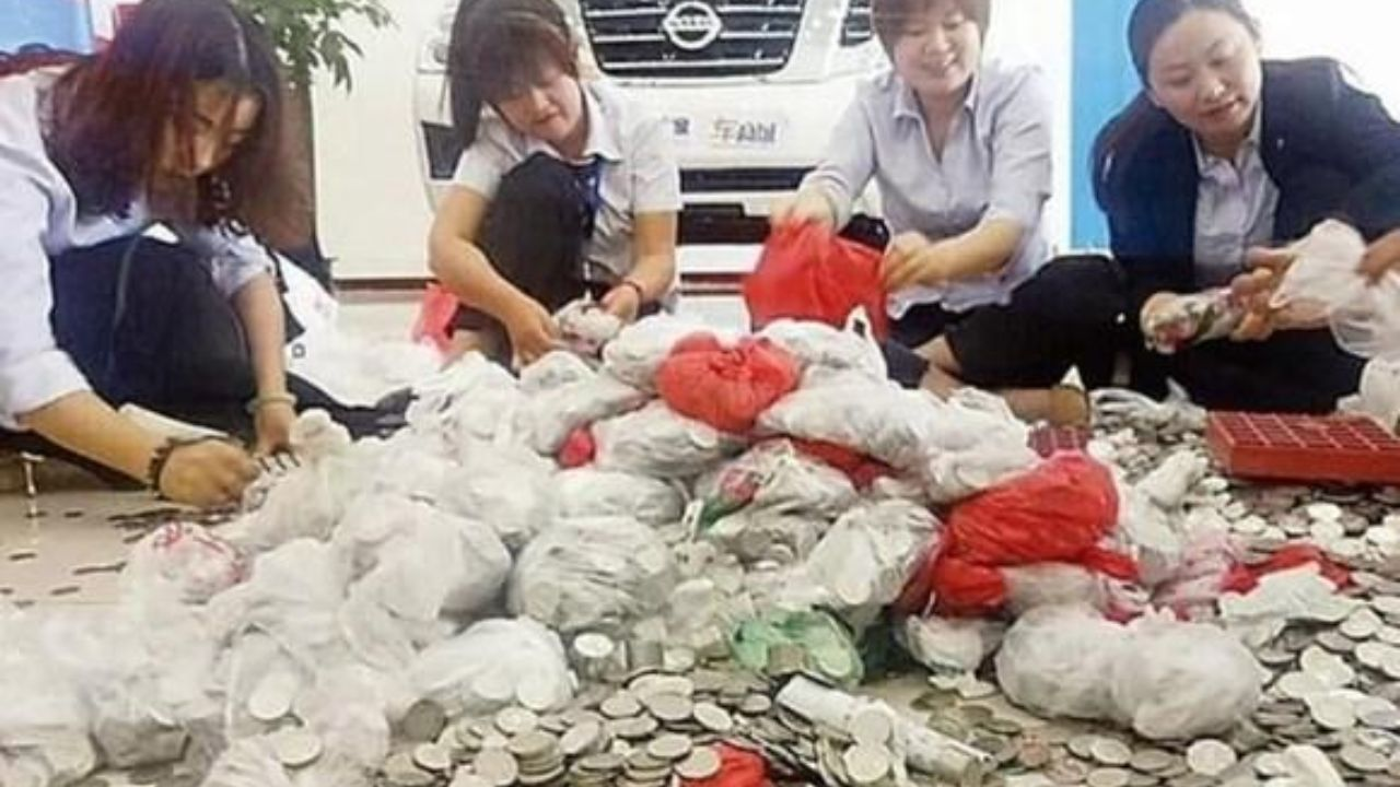 خرید خودرو با پول خرد توسط یک زن چینی