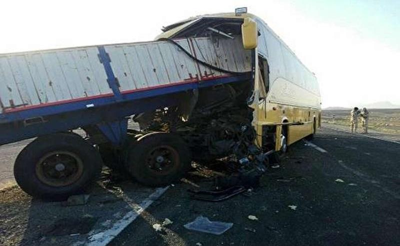 ۴ کشته بر اثر برخورد تریلی با اتوبوس