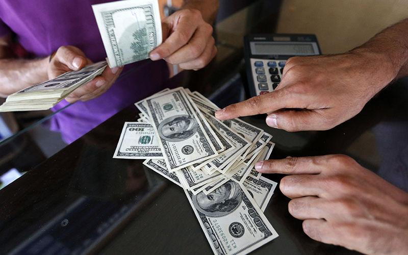 نزول دلار به زیر مرز ۱۳