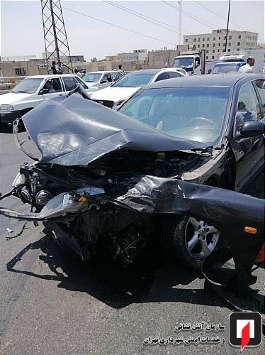 (تصاویر) تصادف مرگبار موتورسیکلت و چهار خودرو در تهران