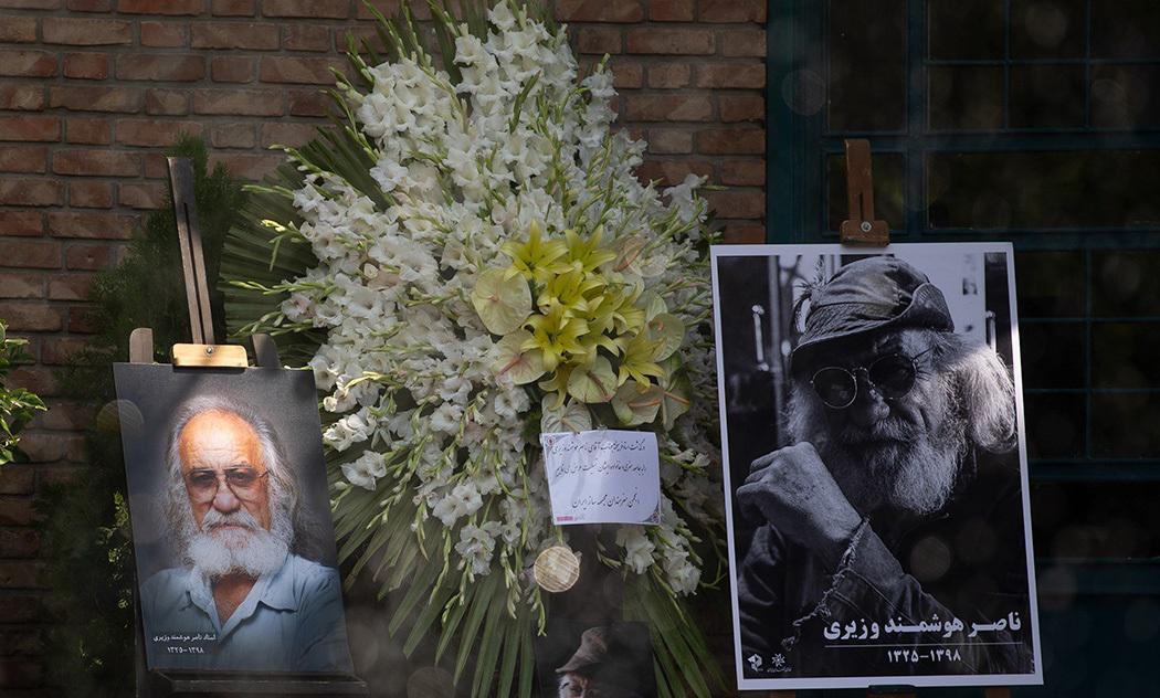 (تصاویر) تشییع ناصر هوشمند وزیری، خالق مجسمههای پارک جمشیدیه