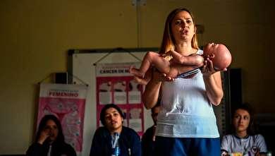 (تصاویر) ابتکاری متفاوت برای مقابله با حاملگی دختران دانش آموز!