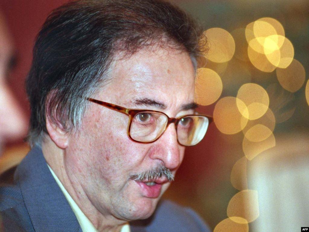 حسین شریعتمداری: بنیصدر عامل کددار سیآیای بود