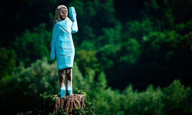 (تصاویر) ساخت مجسمهای عجیب از همسر ترامپ