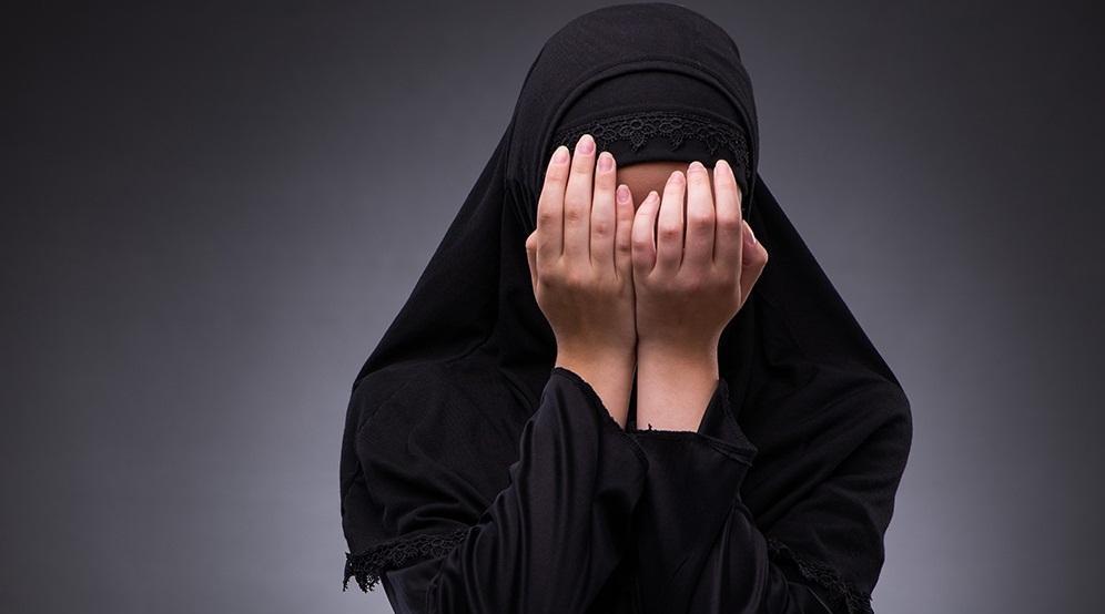 راز سیاهی که زندگی دختر جوان را به تباهی کشاند