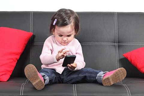 چگونه موبایل خود را با خیال راحت به دست کودکمان بدهیم؟