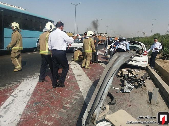 (تصاویر) نجات معجزهآسای سرنشینان MVM پس از ورود گاردریل به خودرو