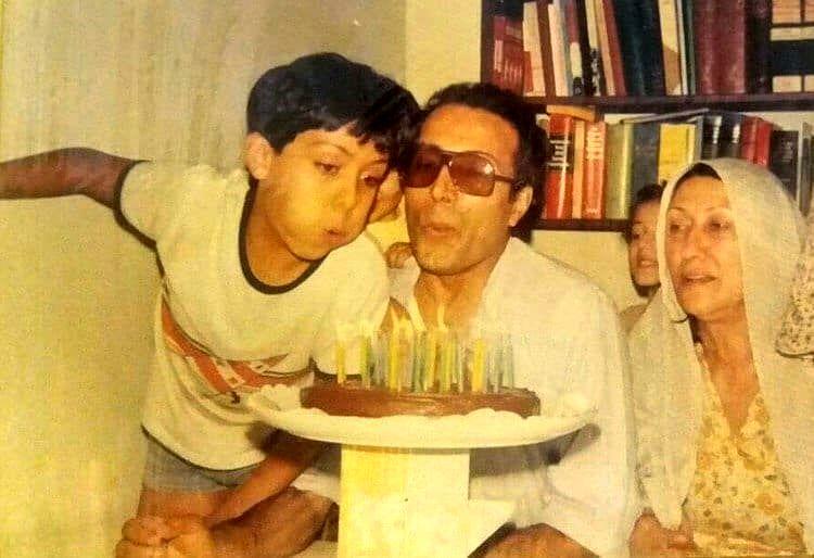 (عکس) تصویری قدیمی از جشن تولد خانوادگی عباس کیارستمی