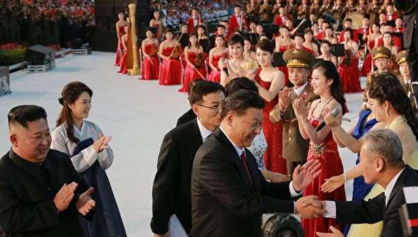 (تصاویر) حاشیههایی از سفر رئیس جمهور چین به پیونگ یانگ