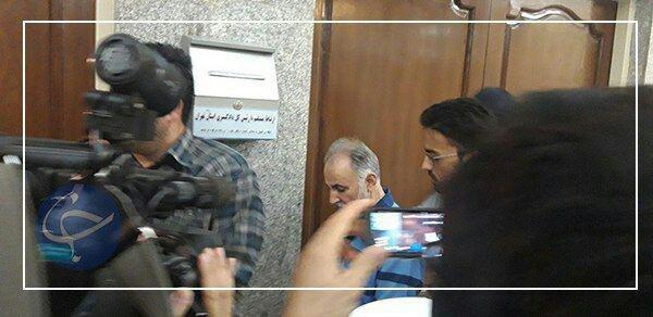 (تصویر) لحظه ورود محمدعلی نجفی به دادگاه