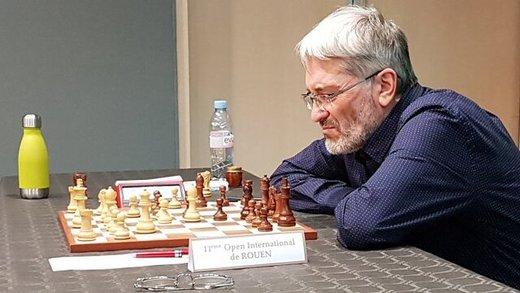 تصویر لو رفته از تقلب یک استادبزرگ شطرنج در توالت!