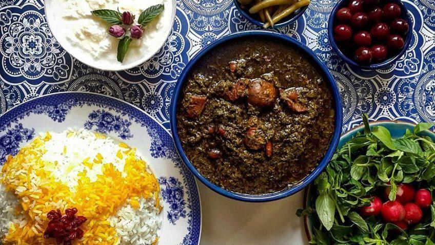 طرز تهیه قورمه سبزی؛ پادشاه خورشتهای ایرانی!