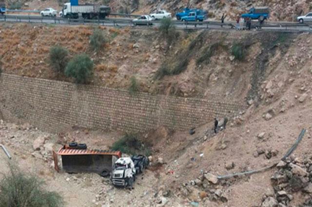 سقوط مینیبوس به دره، ۱۳ نفر را به کام مرگ کشاند