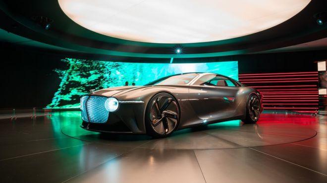 بنتلی ماشین سال ۲۰۳۵ خود را نمایش داد