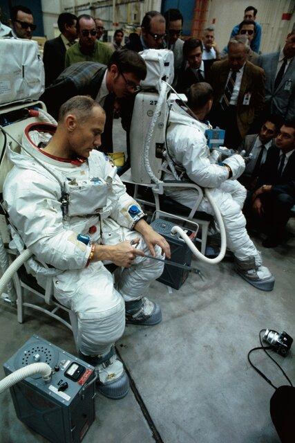 تصاویری جالب از ماموریت آپولو ۱۱ و شوق و دلهره مردم
