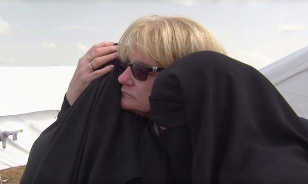 عکس گاردین از دیدار یتیمهای داعش با مادربزرگشان