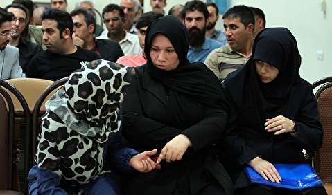 (تصاویر) پوشش متفاوت زنان متهم؛ از روسری پلنگی تا چشمان گریان در دادگاه کمیا خودرو!