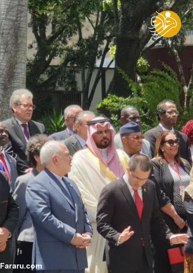 (تصویر) چپ چپ نگاه کردن سفیر عربستان به ظریف