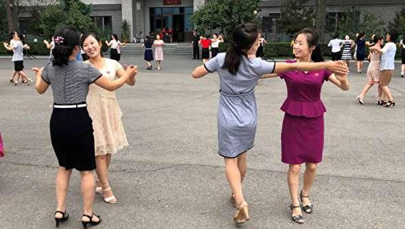 (تصاویر) حاشیههایی از انتخابات در کره شمالی