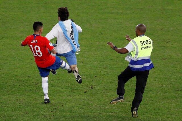 (عکس) لگد بازیکن شیلی به جیمی جامپ