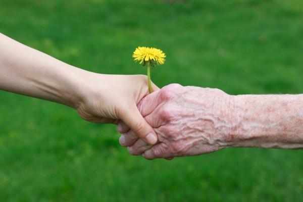 برای همراهی سالمندان با کمپین محافظم باش همراه شوید