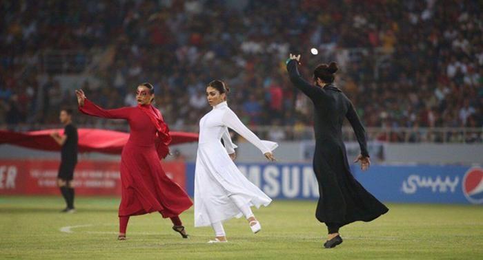 رقص زنان در ورزشگاه کربلا جنجال به پا کرد