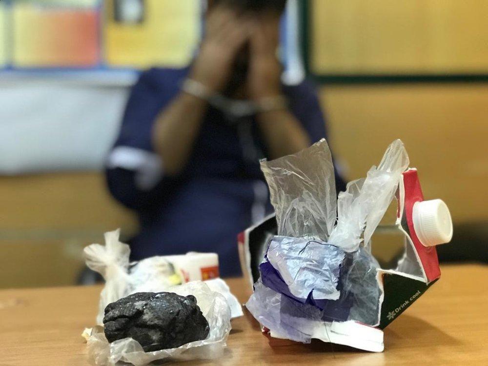 (تصاویر) کشف پاکتهای آبمیوه تریاکی در مترو