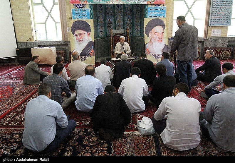 (تصاویر) استقبال کمرنگ از سعید جلیلی در همدان؛ سخنرانی برای ۳۰ نفر