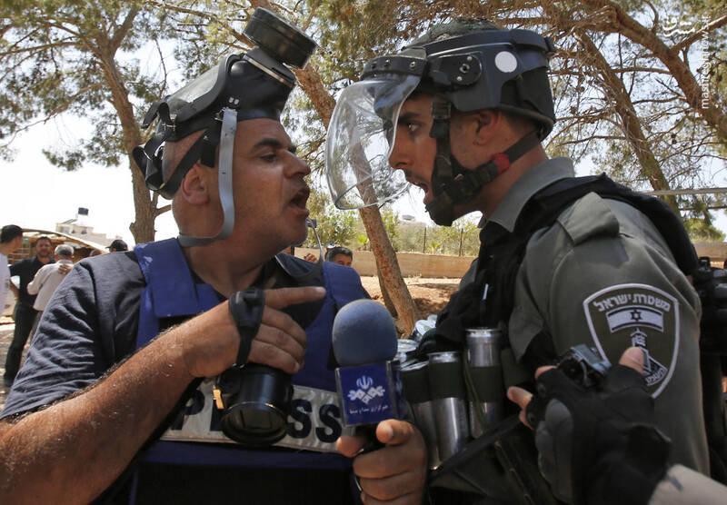 (عکس) درگیری خبرنگار ایرانی با سرباز اسرائیلی