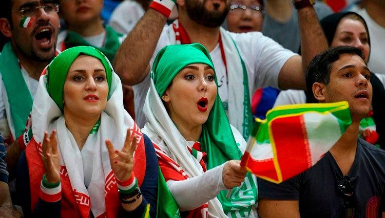 نتیجه تصویری برای زنان در ورزشگاه