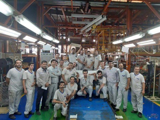 (تصاویر) وداع کارکنان سایپا با آخرین سراتوی مونتاژی