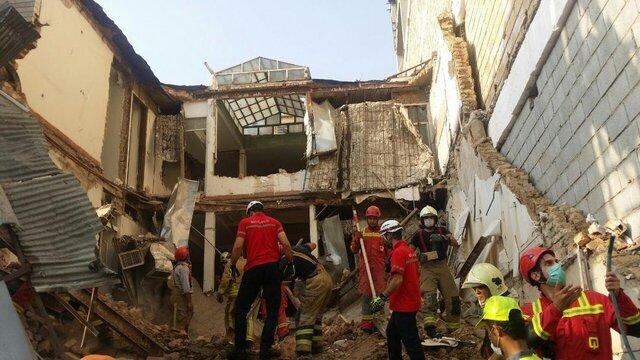 کشف جسد یک کارگر از زیر آوار در خیابان ظفر