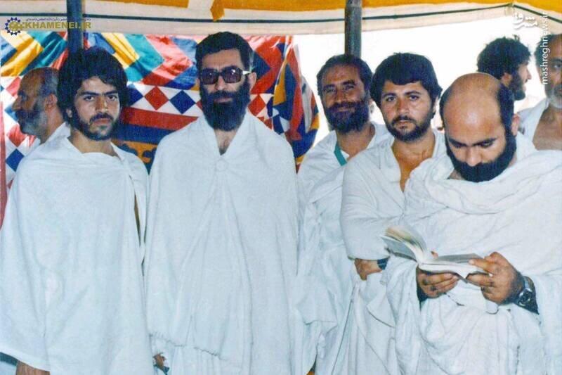 (عکس) تصویری از رهبر انقلاب در لباس احرام