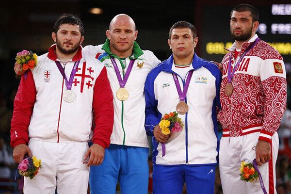 سکوی قهرمانی وزن 120 کیلوگرم المپیک لندن