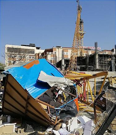 (تصاویر) سقوط جرثقیل در مینیسیتی