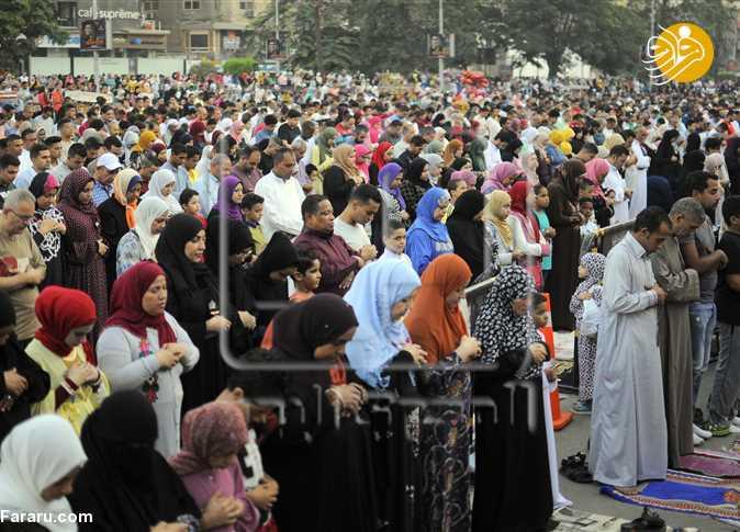 (تصاویر) نماز مختلط زنان و مردان مصری به مناسبت عید قربان