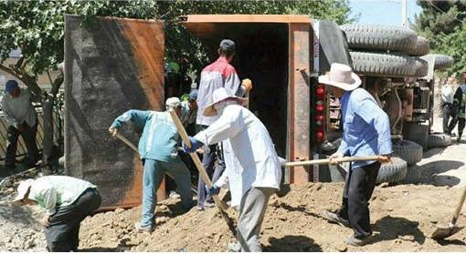 (عکس) مرگ دلخراش کودک مشهدی زیر خاکهای کامیون