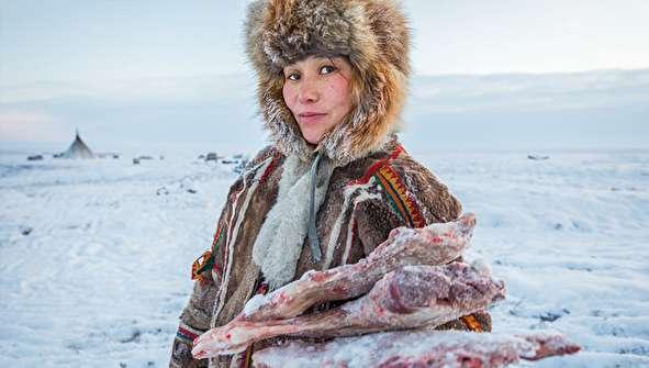 (تصاویر) زندگی یک خانواده در سرمای منفی ۵۰ درجه