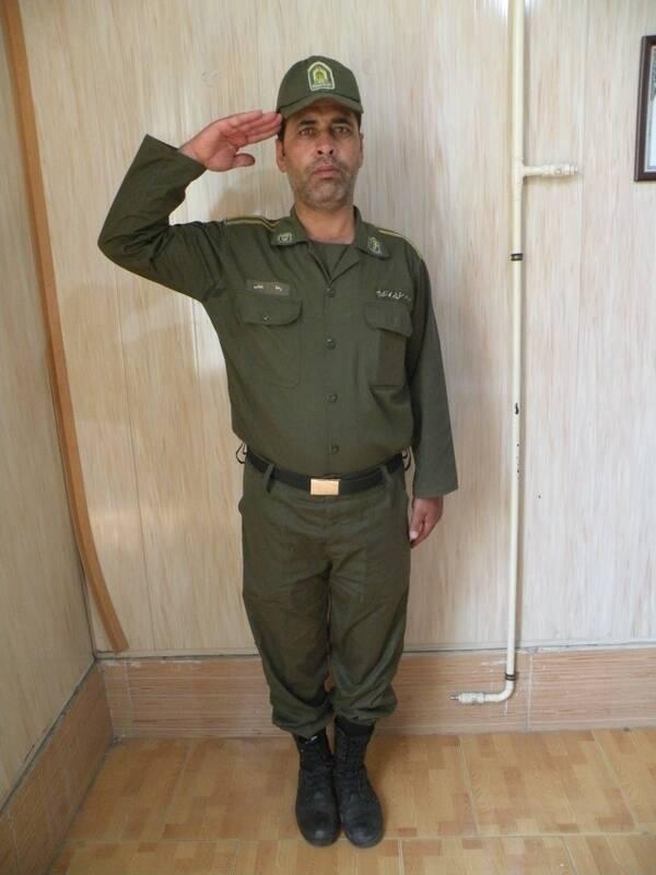 (تصویر) مسنترین سرباز ناجا با ۴۳ سال؛ پسرِ او سربازی رفته است!