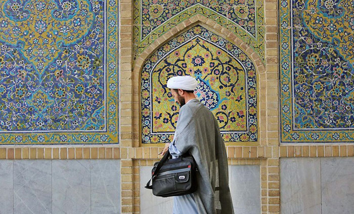 جمهوری اسلامی: مراجع تقلید به داد حوزه علمیه قم برسند