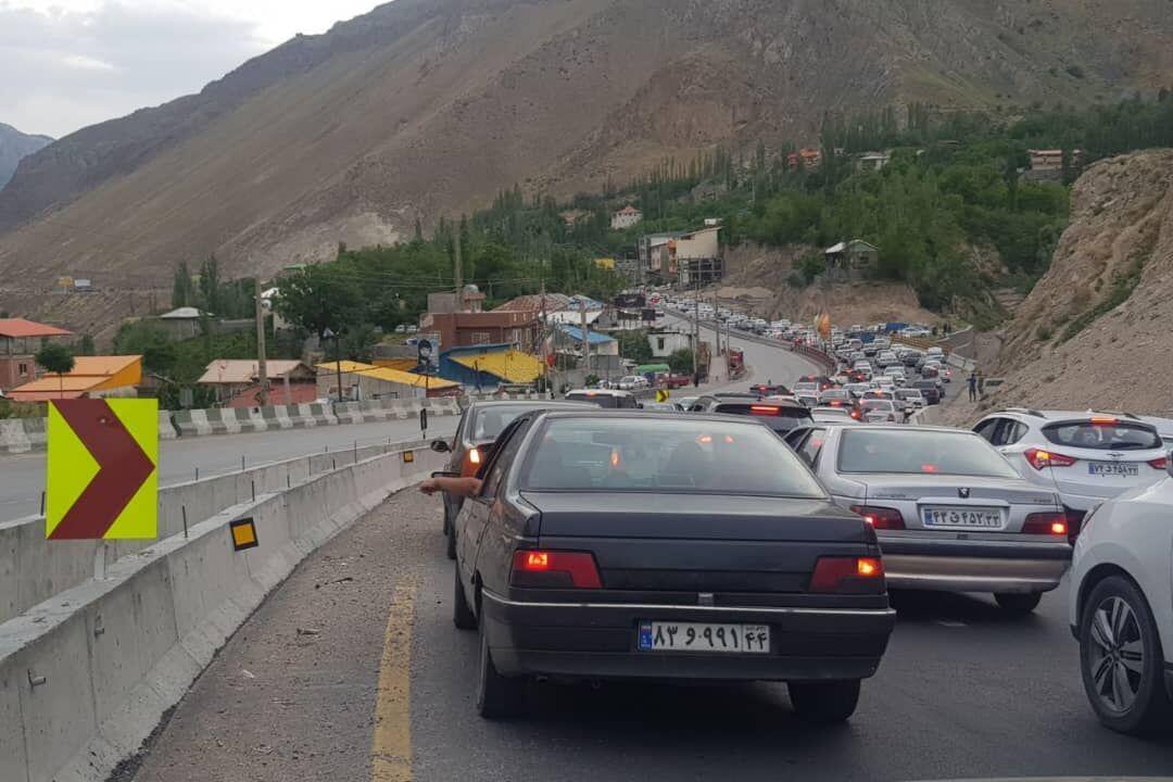 ترافیک در محورهای هراز و کندوان نیمه سنگین است