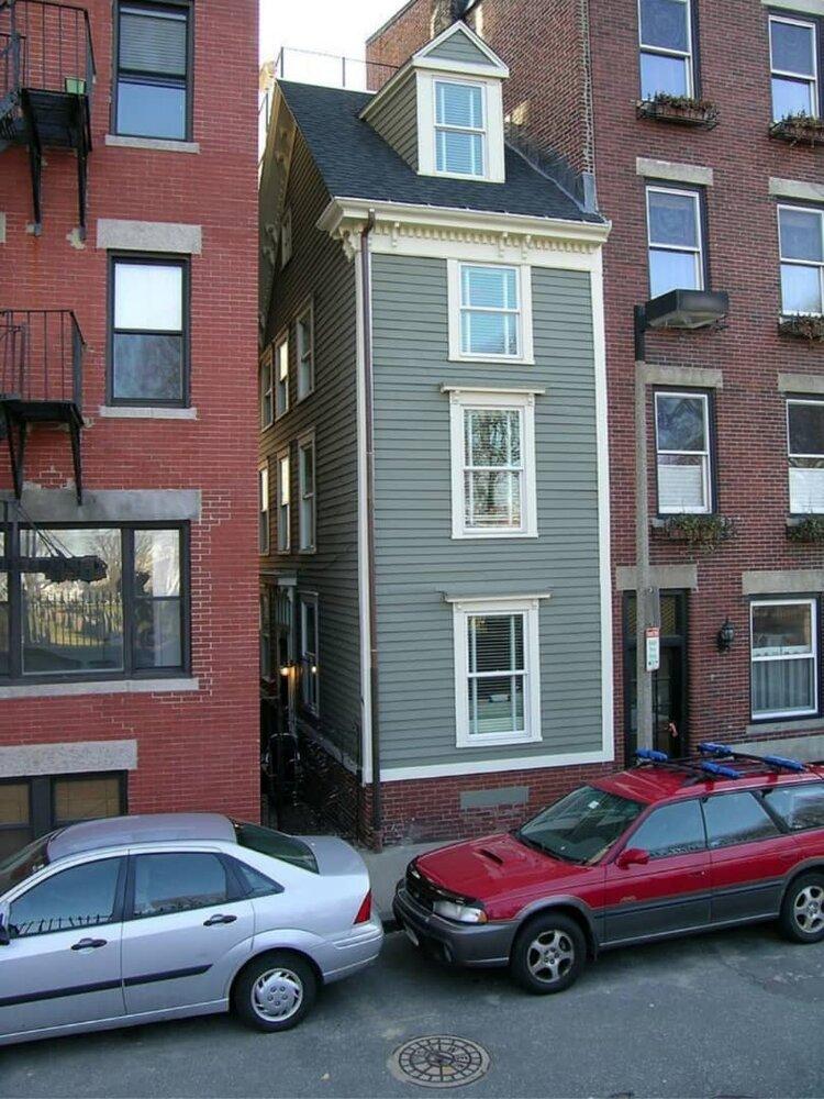 (تصاویر) خانههایی که برای لجبازی با همسایهها ساخته شدند!